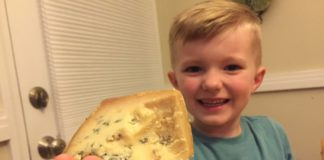 American tries Stilton Blue Cheese